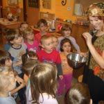 Popelka zadává dětem první úkol